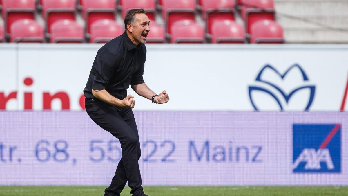 Achim Beierlorzer hat richtig Lust auf die Partie gegen Bayer Leverkusen