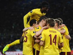 De spelers van Sparta Praag vieren het vroege openingsdoelpunt tegen Lazio in de Europa League. (17-03-2016)
