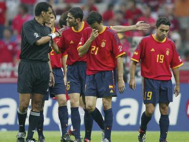 Fernando Hierro (2.v.l.) ist heute Interimscoach der spanischen Nationalmannschaft