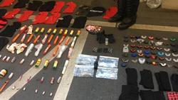 Von der Polizei bei Club-Fans sichergestellte Gegenstände