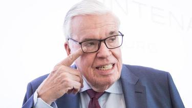 HSV-Investor Klaus Michael Kühne glaubt nur an den dritten Platz für seine Hamburger