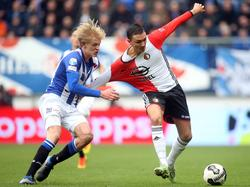 Morten Thorsby (l.) begaat een overtreding op Steven Berghuis (r.) tijdens het competitieduel sc Heerenveen - Feyenoord (19-03-2017).