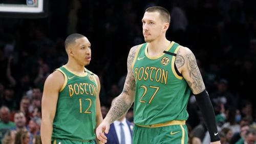 Daniel Theis (r.) und Grant Williams haben mit den Boston Celtics einen weiteren Schritt in Richtung NBA-Playoffs gemacht