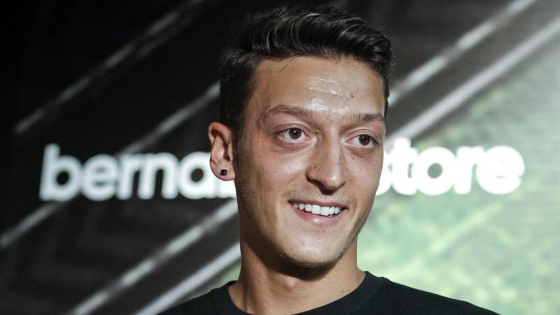 """Der Sportartikelhersteller """"Adidas"""" lässt seinen Ausrüster-Vertrag mit Mesut Özil wohl auslaufen"""