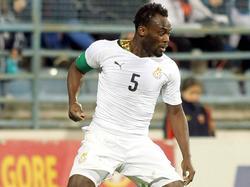 Michael Essien in actie voor Ghana in de oefenwedstrijd tegen Montenegro. (05-03-2014)