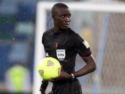 Bakary Gassama pfeift die entscheidende Partie in Gruppe B