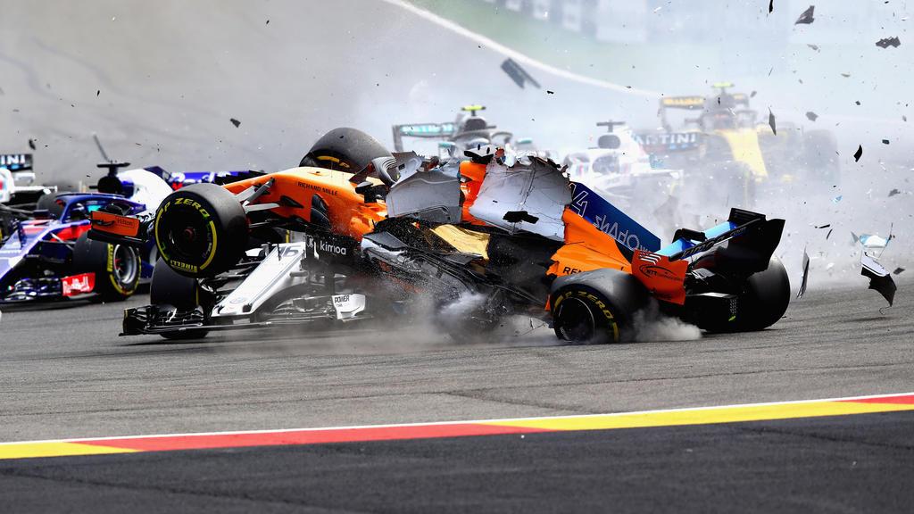 Der Schreckmoment: Alonso und Leclerc prallen aufeinander