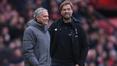 José Mourinho (l.) fordert Jürgen Klopp heraus