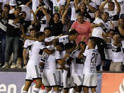 Los jugadores del Olimpia celebran un tanto ante Wanderers. (Foto: Imago)