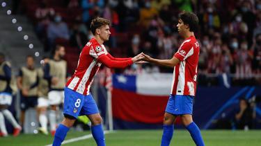 Antoine Griezmann (l.) wurde im Stadion von Atlético Madrid alles andere als warm empfangen