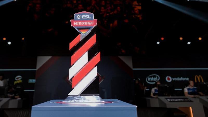 Den Pokal der ESL Meisterschaft gibt es künftig auch für Dota 2