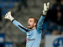 Kees Heemskerk, doelman van Den Bosch, is het niet eens met een arbitrale beslissing in de Jupiler League-wedstrijd tegen RKC. (18-12-2015)