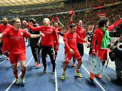 Bayern München viert het kampioensfeest op de sintelbaan van het Olympiastadion na afloop van Hertha BSC - Bayern München. (25-3-2014)