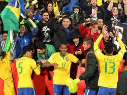 Die brasilianischen U20-Kicker feiern gemeinsam mit den Fans