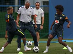 Tite (m.) lobte Neymar (l.) in den höchsten Tönen