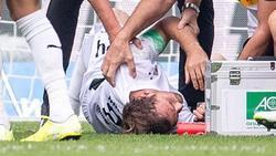 Gladbachs Tony Jantschke erlitt beim Zusammenstoß mit Teamkollege Embolo schwere Prellungen