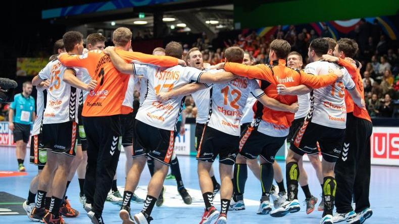 Die niederländische Mannschaft feiert ihren Sieg