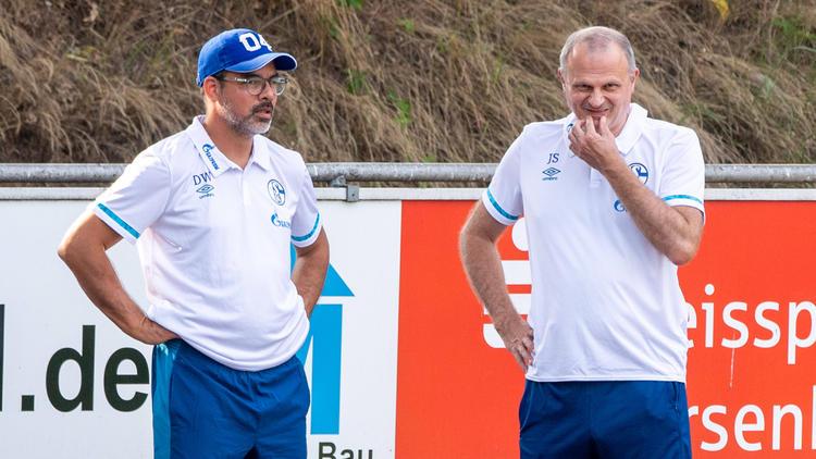 Jochen Schneider (r.) stellte David Wagner kein Ultimatum