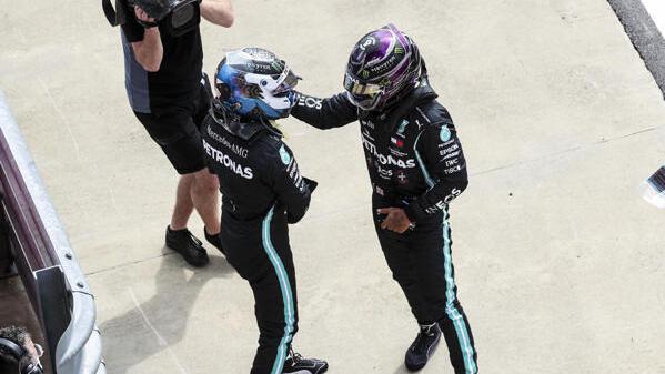 Lewis Hamilton kann Valtteri Bottas zur Pole-Position gratulieren