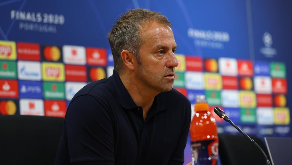Hansi Flick sprach auf der Pressekonferenz des FC Bayern vor dem BVB-Duell