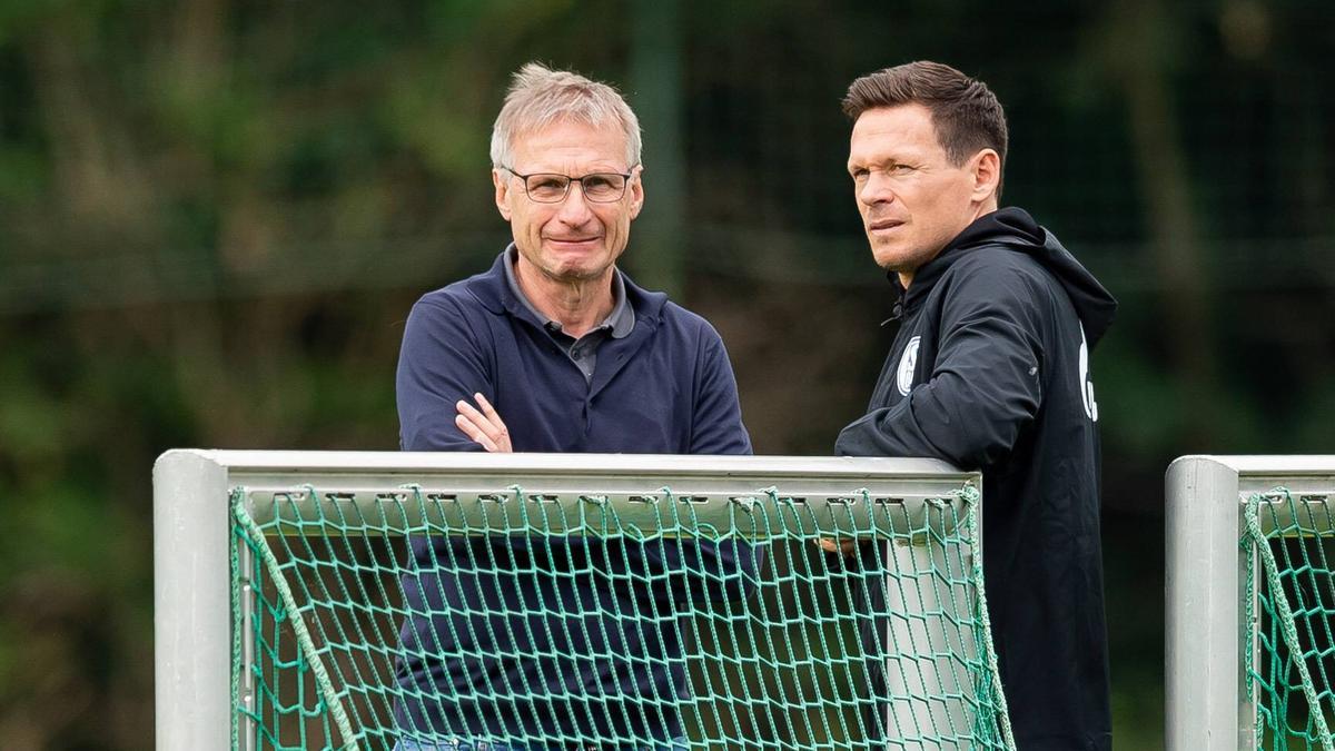 Reschke (li.) wurde am Dienstag beim FC Schalke 04 entlassen