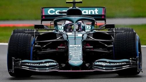 Sebastian Vettels Jungfernfahrt im AMR21 fand bei feuchten Bedingungen statt