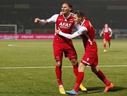 Nemanja Gudelj (l.) en Jeffrey Gouweleeuw (r.) vieren de 0-2 tijdens het competitieduel SC Cambuur - AZ Alkmaar. (29-11-2014)