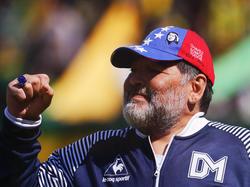 Maradona abandona el banquillo del conjunto argentino.