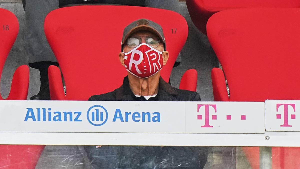 Franz Beckenbauer schaute sich das Spiel zwischen dem FC Bayern und Eintracht Frankfurt an