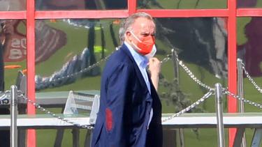 Karl-Heinz Rummenigge spricht dem Frauen-Team des FC Bayern Mut zu