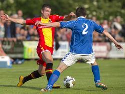 Randy Wolters speelt voor het eerst in het shirt van Go Ahead Eagles. De aanwinst van de club speelt hier in de oefenwedstrijd tegen Terwolde. (24-06-2015)