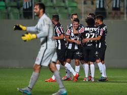 Dank Mineiro bleibt das Titelrennen spannend