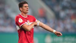 Mario Gomez schied mit Stuttgart bei Hansa Rostock aus dem Pokal aus