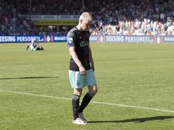 Compleet gedesillusioneerd loopt Davy Klaassen van het veld in Doetinchem. Ajax verspeelt tegen De Graafschap op de laatste speeldag van de Eredivisie de titel. (08-05-2016)