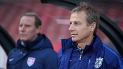 Berti Vogts (l.) glaubt an den Erfolg von Jürgen Klinsmann in Berlin