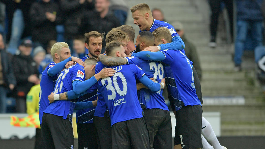 Arminia Bielefeld schießt Jahn Regensburg ab