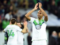 Naldo bedankt het publiek na afloop van het Champions League-duel VfL Wolfsburg - Real Madrid (06-04-2016).