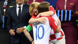 Luka Modric wurde von der kroatischen Staatspräsidentin geherzt
