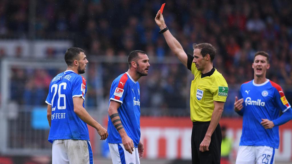 Zwei Spiele Sperre für Jonas Meffert (l.)