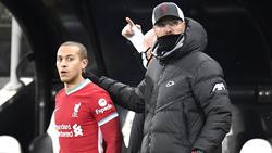 Jürgen Klopp (r.) stellt sich hinter Thiago