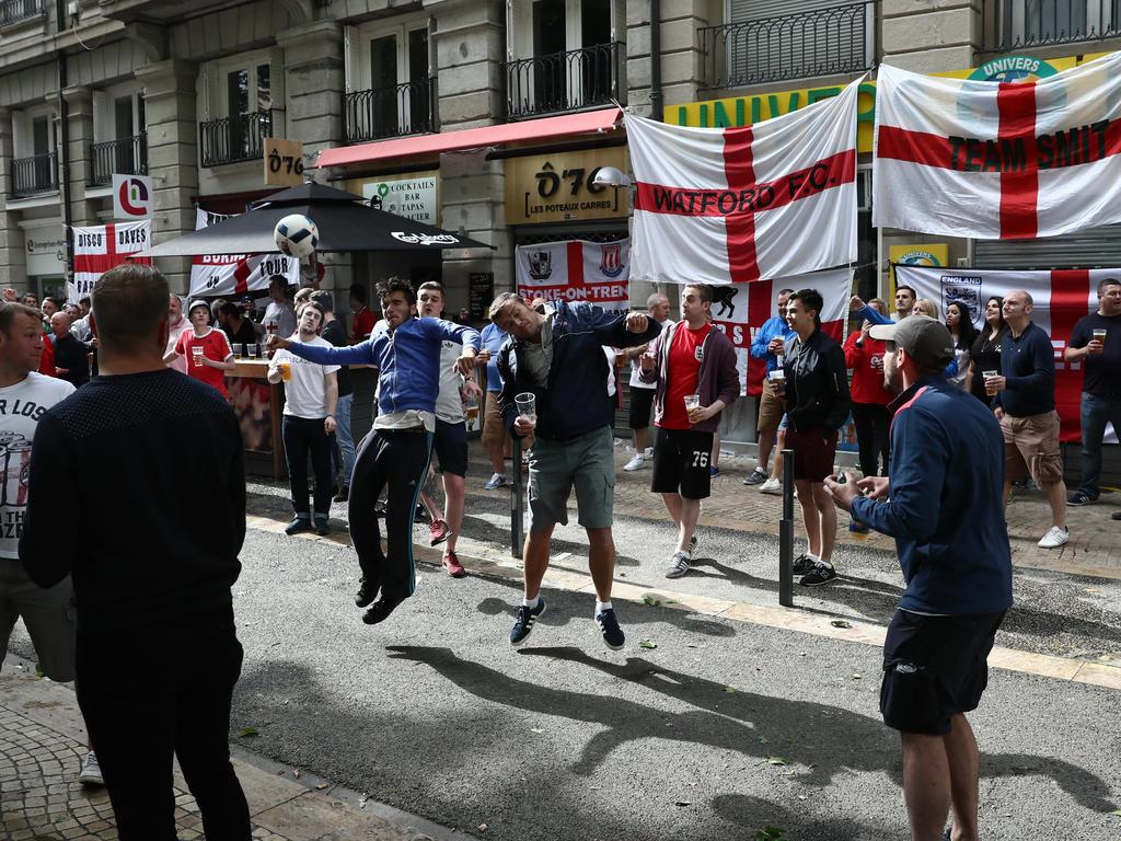 England mahnt seine Fans bei der Reise zur WM nach Russland zur Vorsicht