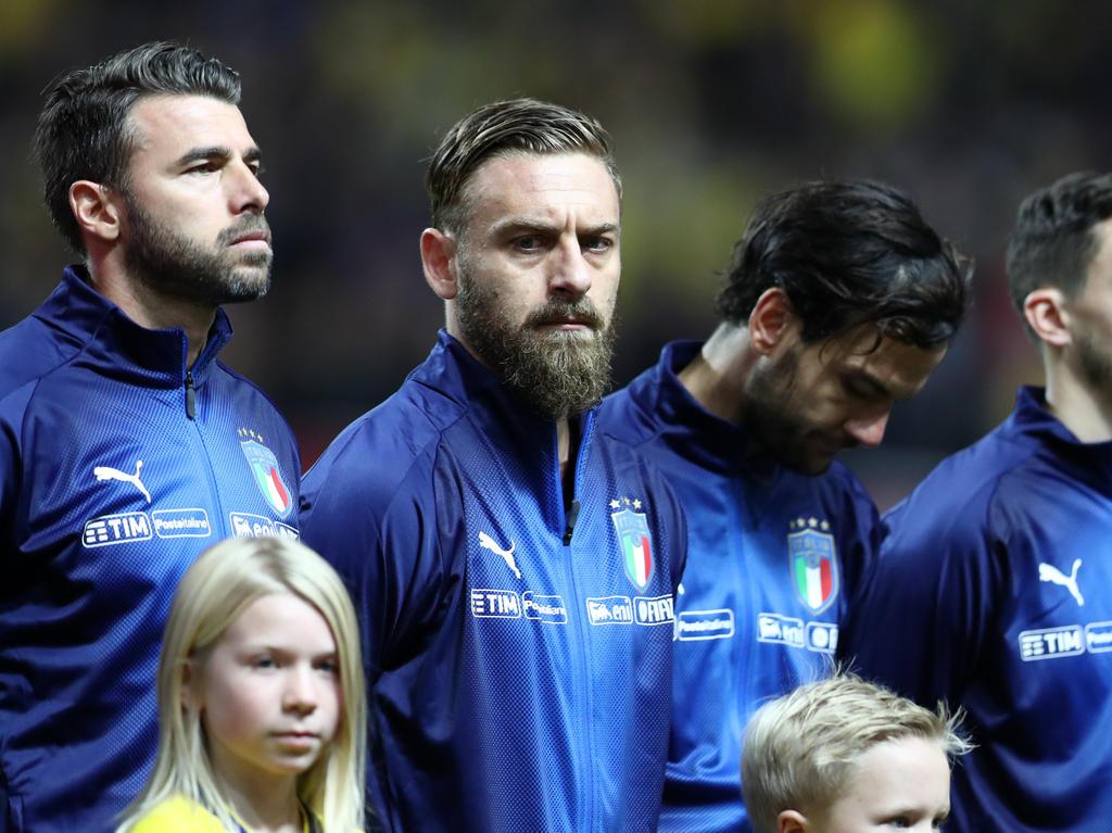 Daniele De Rossi (m.) vor dem Hinspiel gegen Schweden