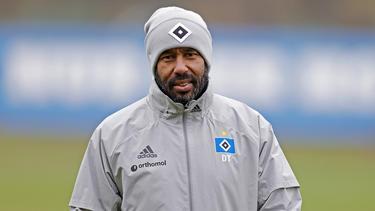 HSV-Trainer Daniel Thioune zählte seine Spieler an