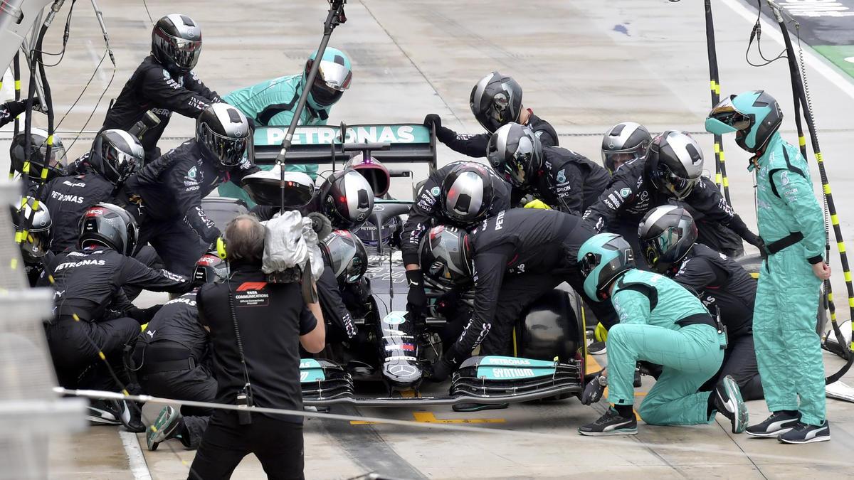 Boxenstopps dauern bei Mercedes in der Regel länger als bei Red Bull