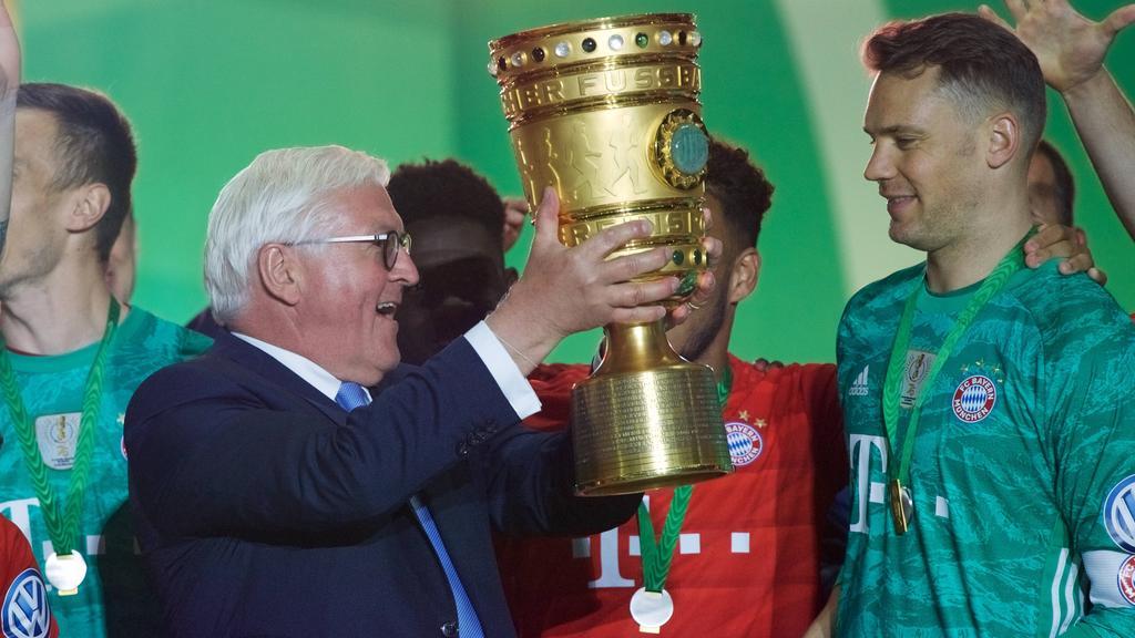 Wer übergibt den DFB-Pokal in Berlin?