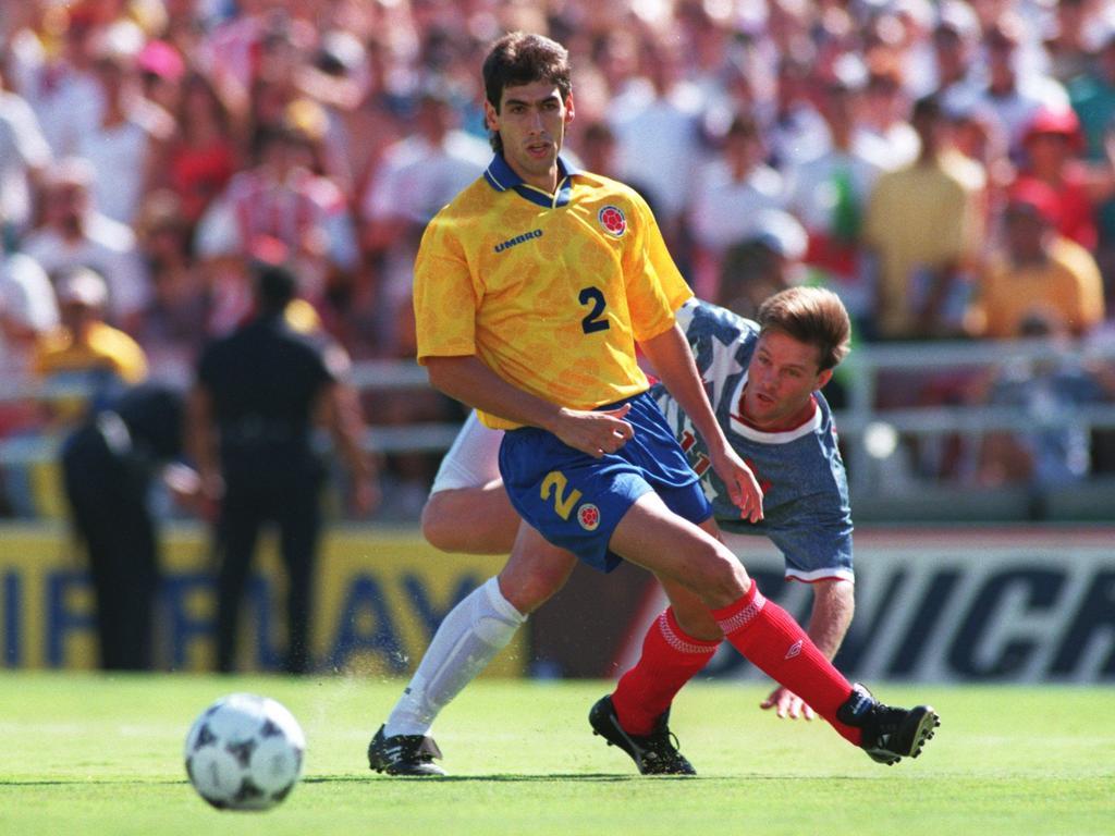 Andres Escobar (l.) und Eric Wynalda während des WM-Spiels zwischen Kolumbien und den USA im Juli 1994