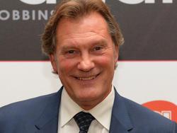 1957 Glenn Hoddle, 53-facher englischer Nationalspieler, UEFA-Pokalsieger sowie französischer Meister und Pokalsieger, kommt in Hayes/ENG zur Welt.