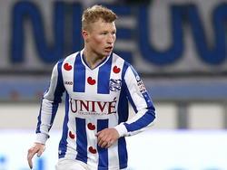 Verdediger Doke Schmidt aan de bal tijdens het competitieduel van sc Heerenveen met NAC Breda. (04-04-2015).