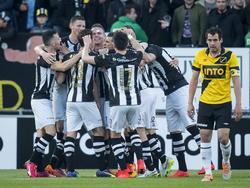 Dirk Marcellis (r.) baalt nadat Heracles Almelo op een 2-0 voorsprong is gekomen tijdens NAC Breda - Heracles Almelo. (25-04-2015)