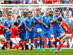 Bale trifft per Freistoß